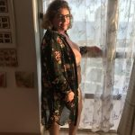 profesora con gafas catalana desnuda