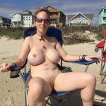 mi tia desnuda en la playa